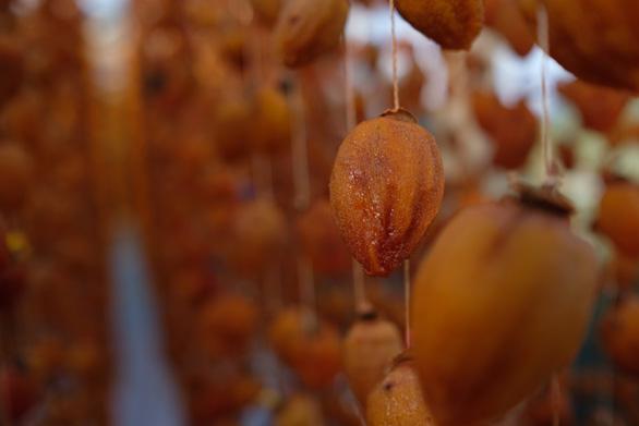 A piece of ageing persimmon. Photo: Mai Vinh / Tuoi Tre