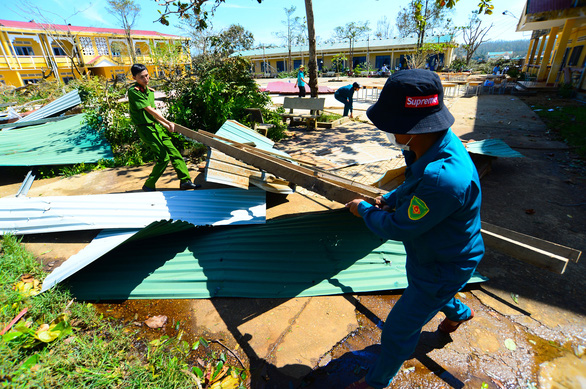 Military personnel assist the cleaning up of Tinh Khe Kindergarten in Quang Ngai City