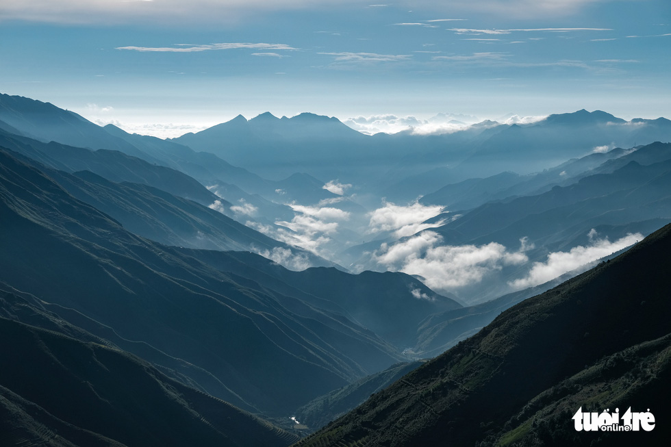 An overview of mountains and clouds at Ta Xua mountain range, Bac Yen District, Son La Province, Vietnam. Photo: Nam Tran / Tuoi Tre