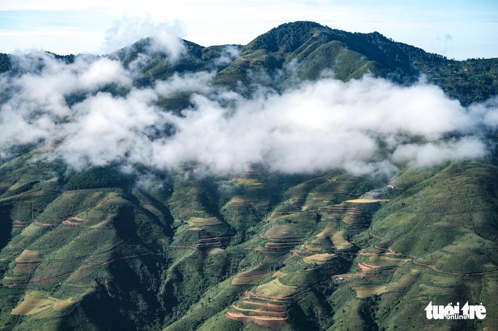 Waves of terraced paddy fields sprawl below the sea of clouds at Ta Xua mountain range, Bac Yen District, Son La Province, Vietnam. Photo: Nam Tran / Tuoi Tre