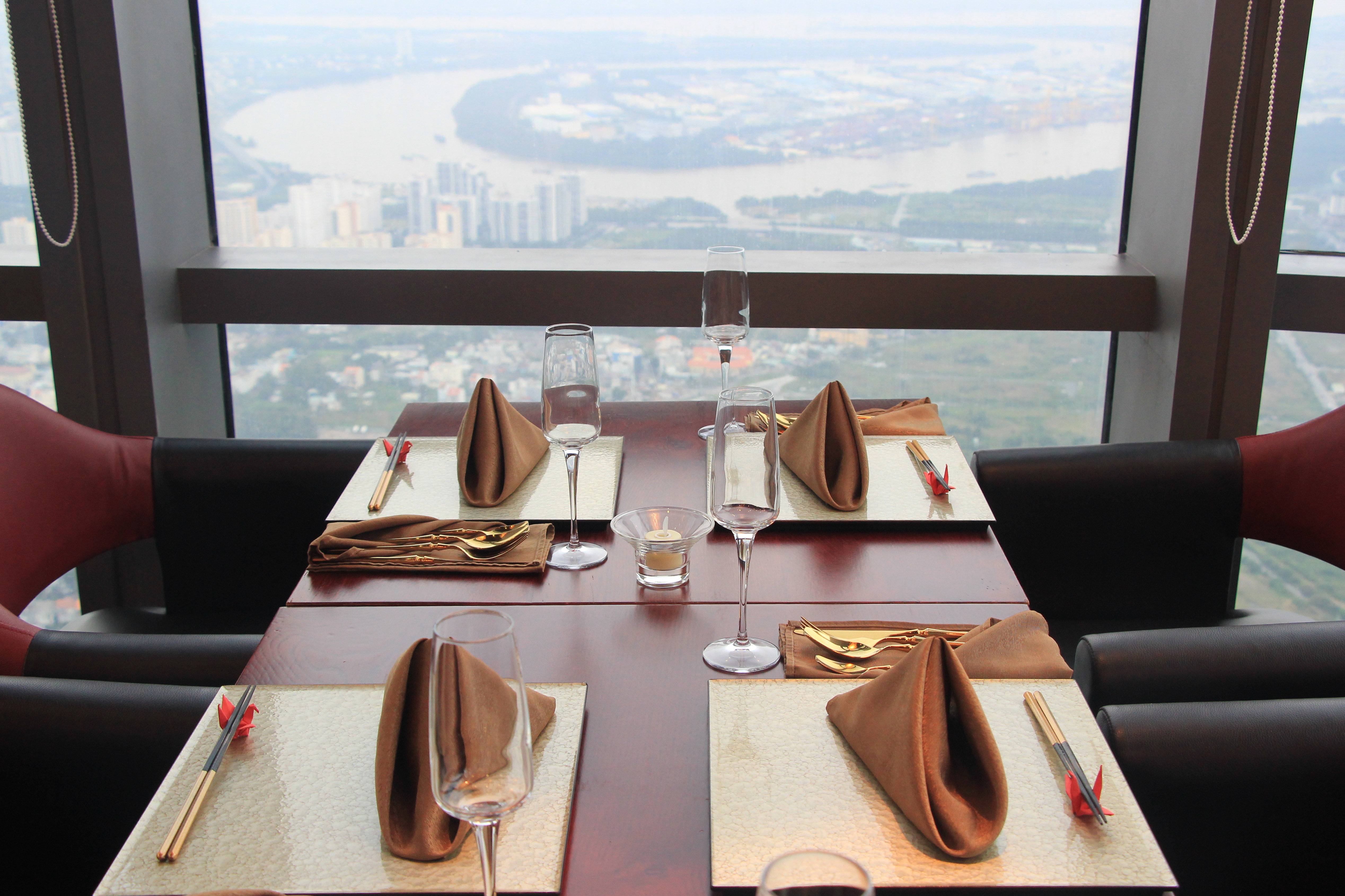 Dining tools displayed at Miwaku Premium Restaurant on the 80th floor at the 81-story Landmark 81 in Ho Chi Minh City's Binh Thanh District is seen in this photo taken on October 22, 2020. Photo: Dong Nguyen/ Tuoi Tre News
