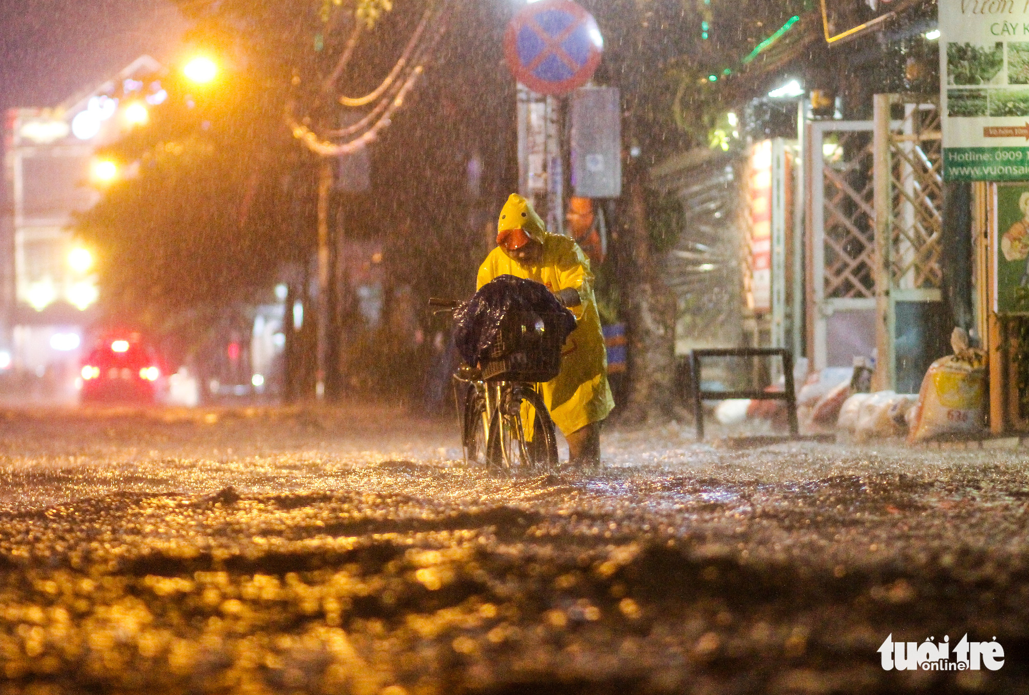 Downpour sinks Ho Chi Minh City streets, more rain to come next week