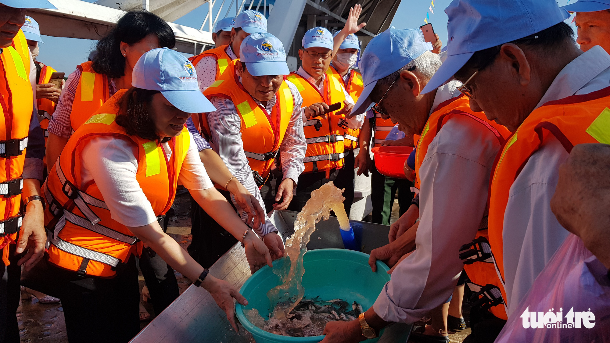 Nguyen Thi Thu Nguyet (L), deputy head of Vietnam's Directorate of Fisheries, and officials release fishes to regenerate aquatic resources in Vam Nao River in An Giang Province, Vietnam, October 31, 2020. Photo: Buu Dau / Tuoi Tre