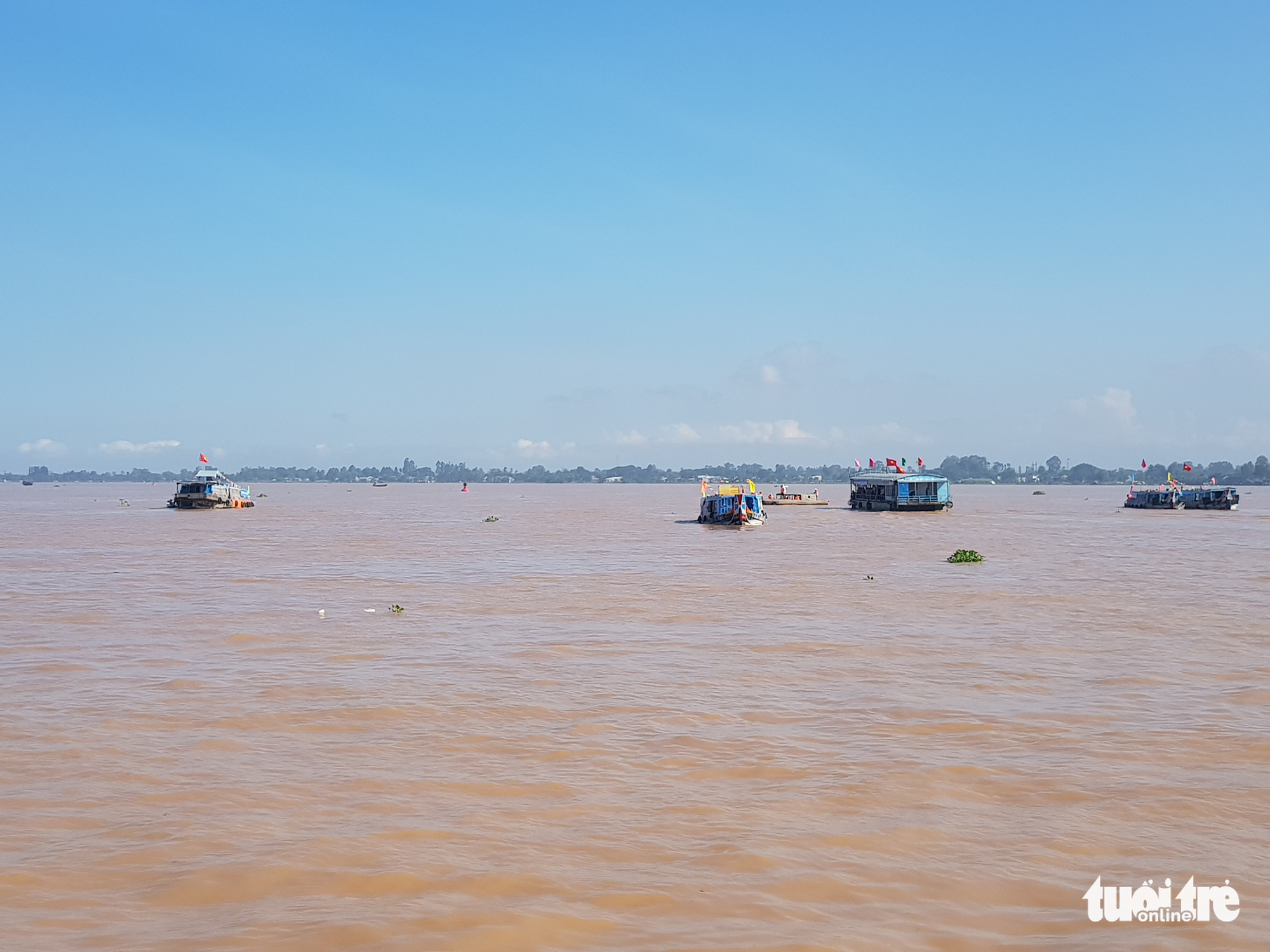 Multiple boats are mobilized for the aquatic resources regeneration activity in Vam Nao River in An Giang Province, Vietnam, October 31, 2020. Photo: Buu Dau / Tuoi Tre