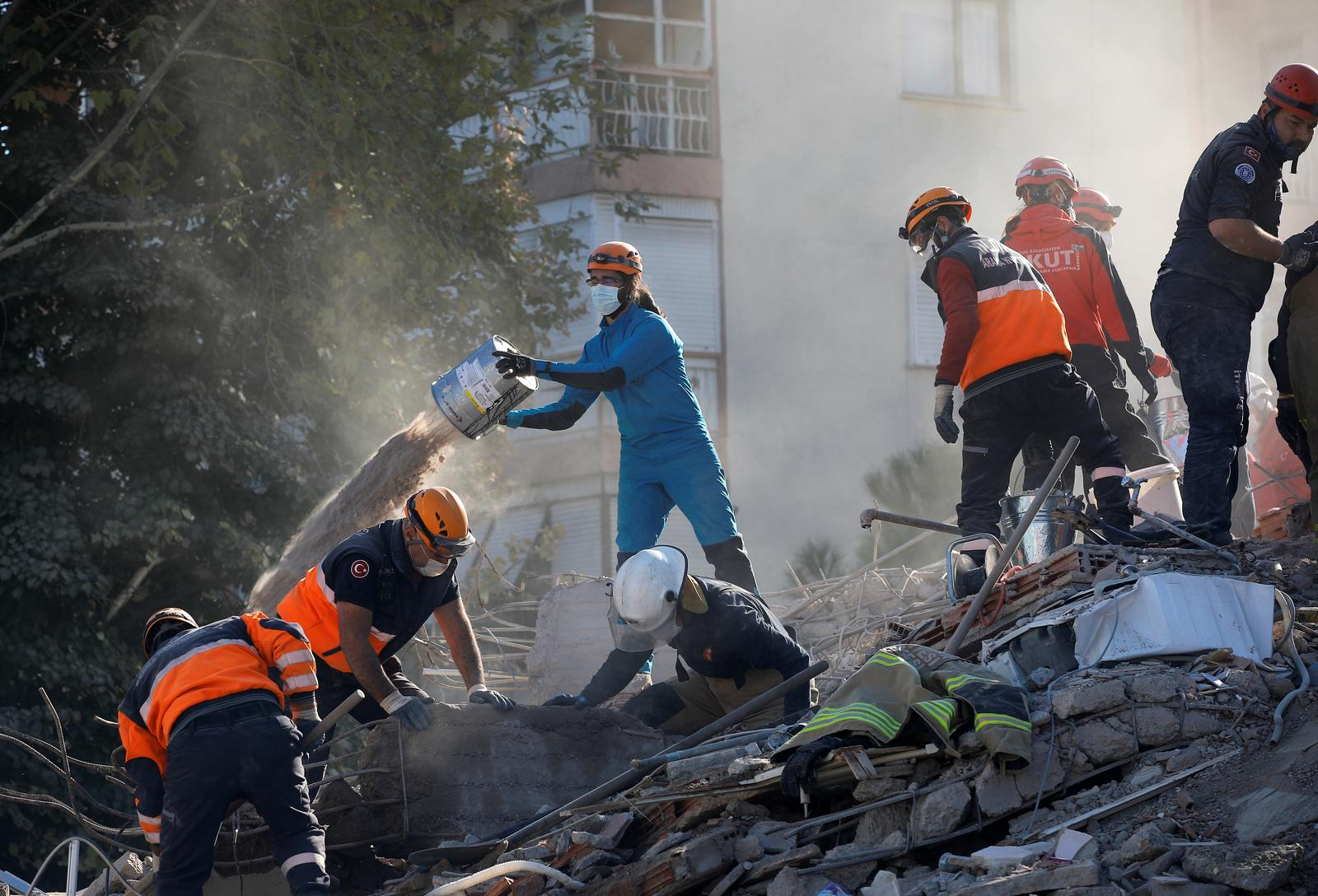 Rescue operations take place on a site after an earthquake struck the Aegean Sea, in the coastal province of Izmir, Turkey, November 2, 2020. Photo: Reuters
