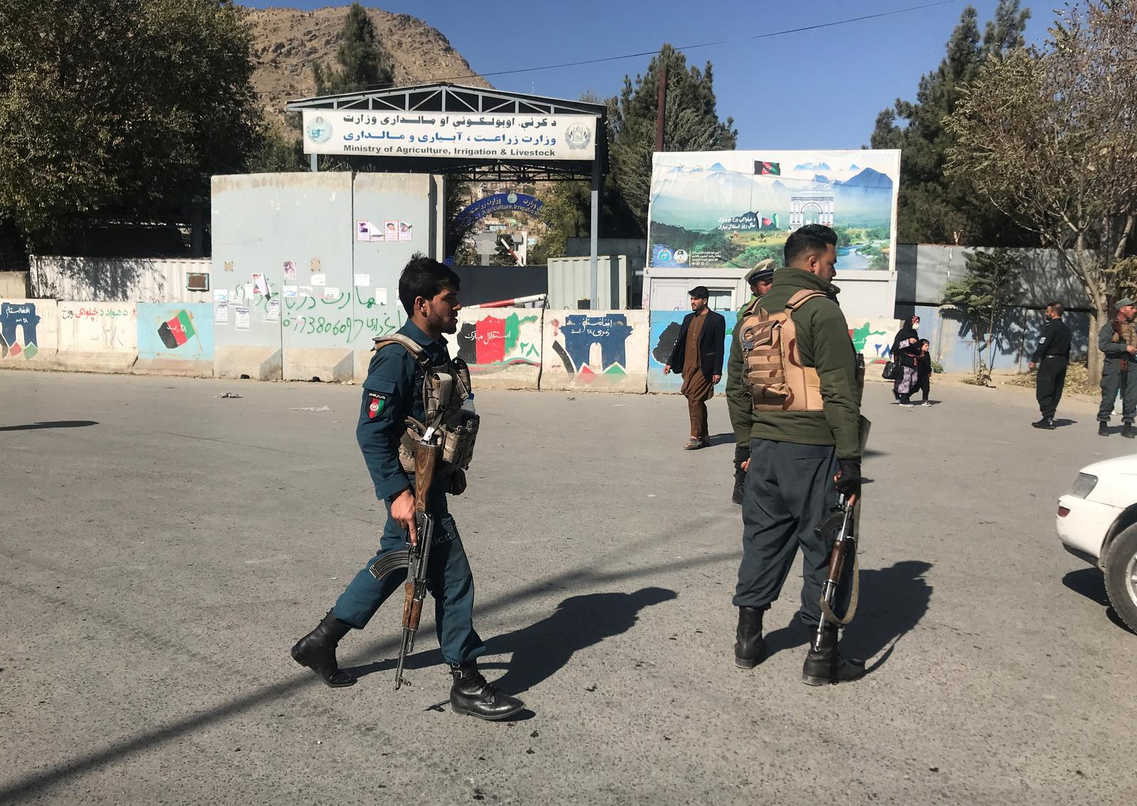 Afghan policemen keep watch near the site of an attack in Kabul, Afghanistan November 2, 2020. Photo: Reuters