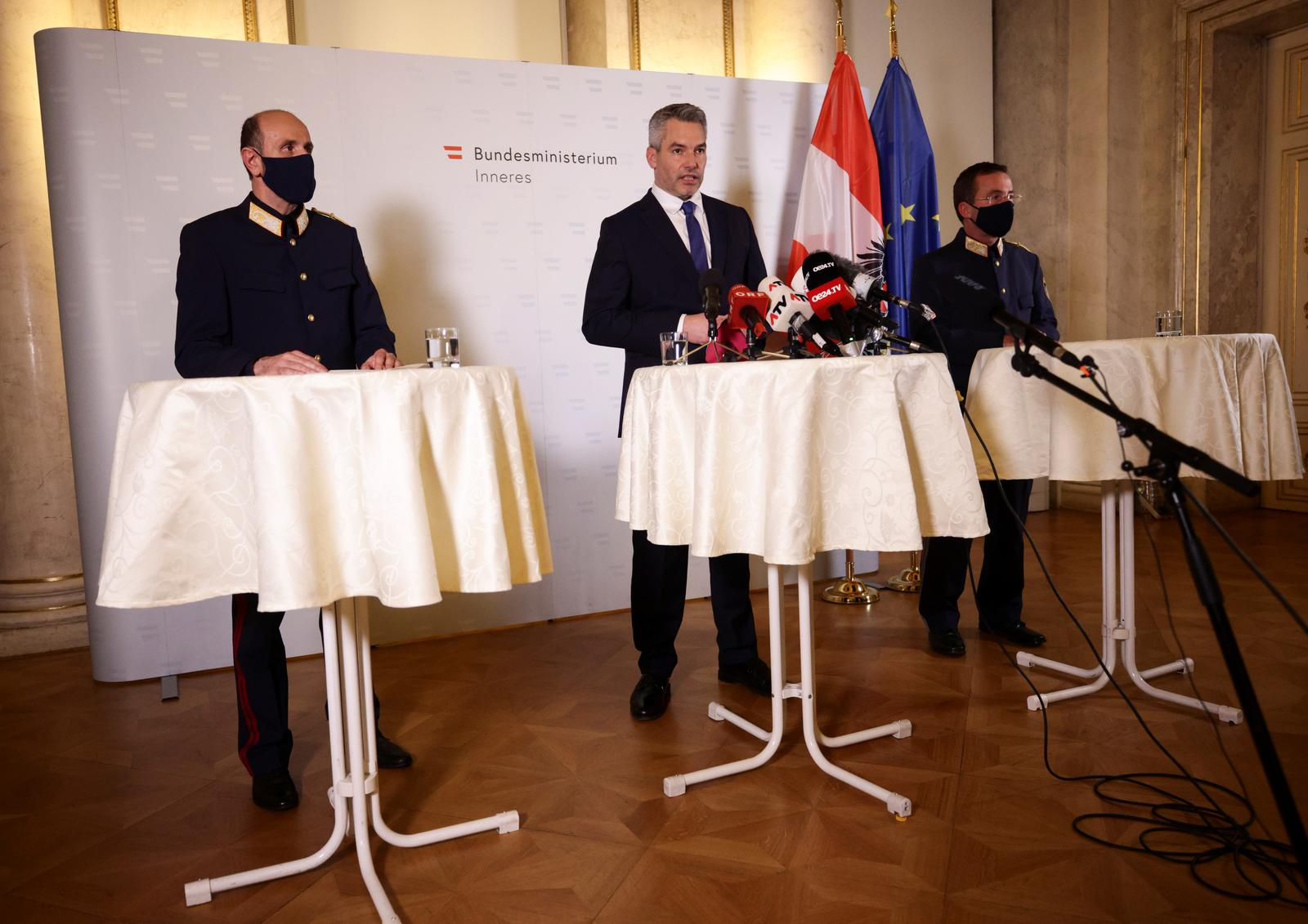 Austria's Interior Minister Karl Nehammer, general director for Public Security Franz Ruf and Vienna's Police President Gerhard Puerstl hold a news conference at the Interior Ministry after exchanges of gunfire in Vienna, Austria November 3, 2020. Photo: Reuters