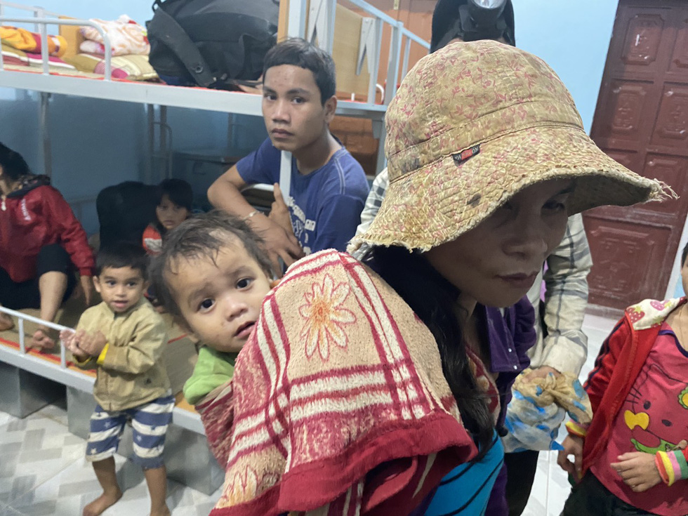 Residents of Tra Leng Commune in Quang Nam Province take shelter at a local school. Photo: Le Trung / Tuoi Tre