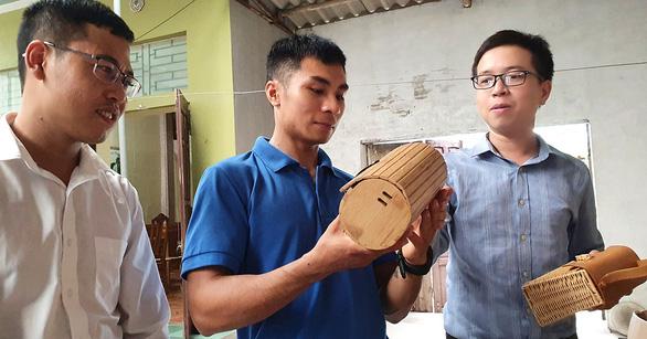 Made-in-Vietnam sedge handbags an eco-friendly hit around the world