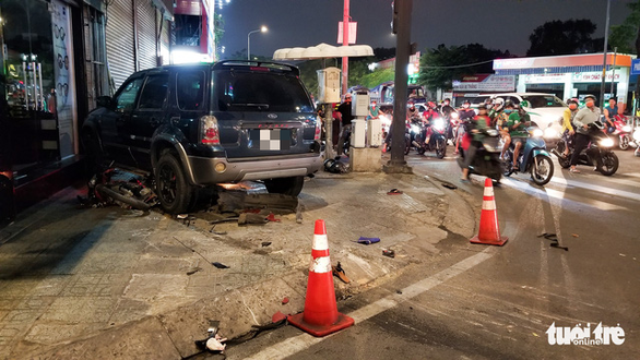 Four injured as car crashes into motorbikes in Ho Chi Minh City