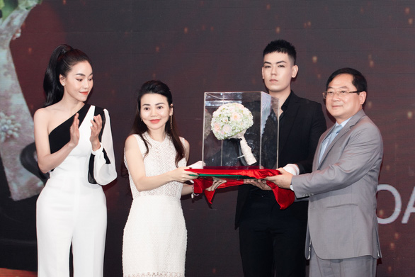 The organizers of the Miss Vietnam 2020 beauty pageant introduce a bouquet of porcelain flowers for the winner of the contest.