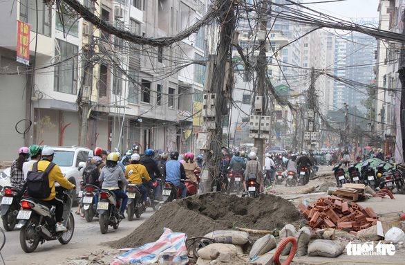 Commuters suffer nightmarish traveling as street construction lags behind schedule in Hanoi