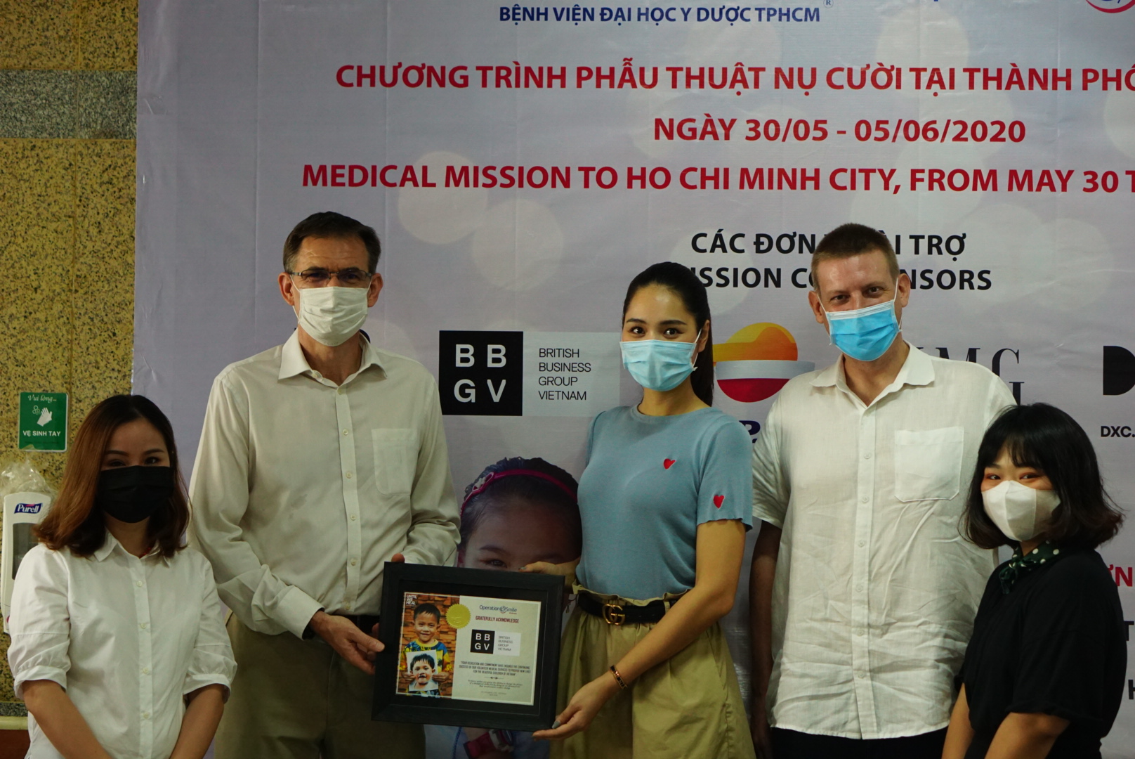 BritCham Vietnam gives VND158 million to 16 beneficiaries of the Operation Smiles – Give Smiles, Save Lives project. Photo: Supplied
