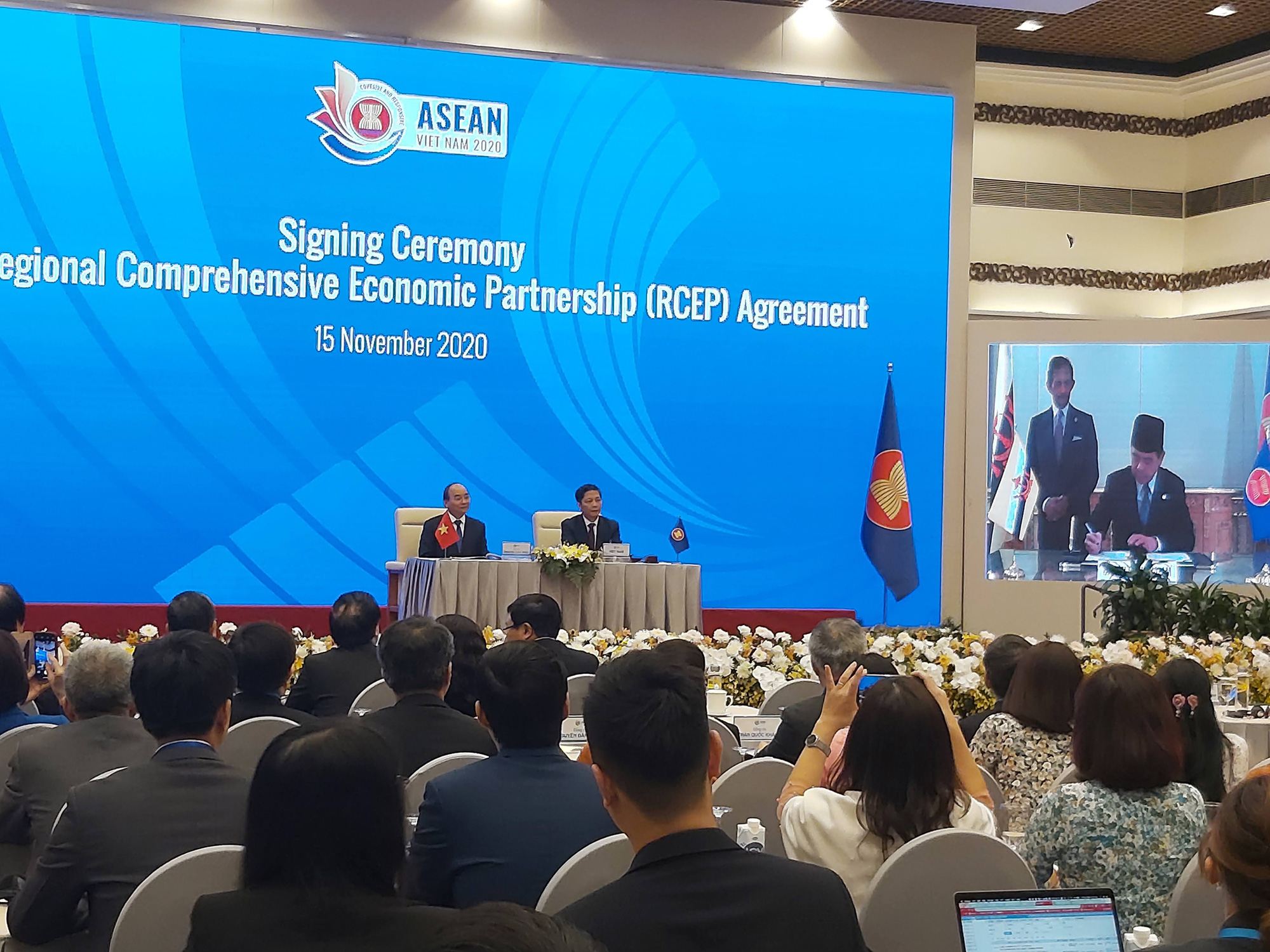 The signing ceremony of the Regional Comprehensive Economic Partnership(RCEP) takes places virtually on November 15, 2020. Photo: D.Dung / Tuoi Tre