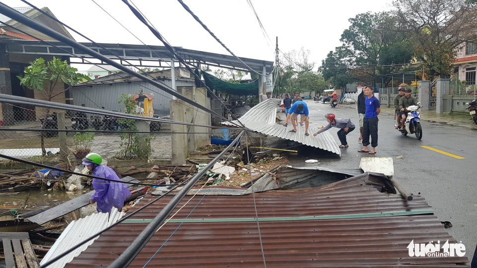House roof are blown away in Thua Thien-Hue Province, Vietnam, November 15, 2020. Photo: Nhat Linh / Tuoi Tre