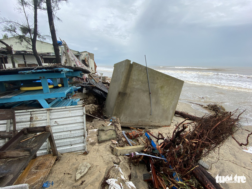 A tourism facility is shattered after Storm Vamco landfall. Photo: Le Trung / Tuoi Tre