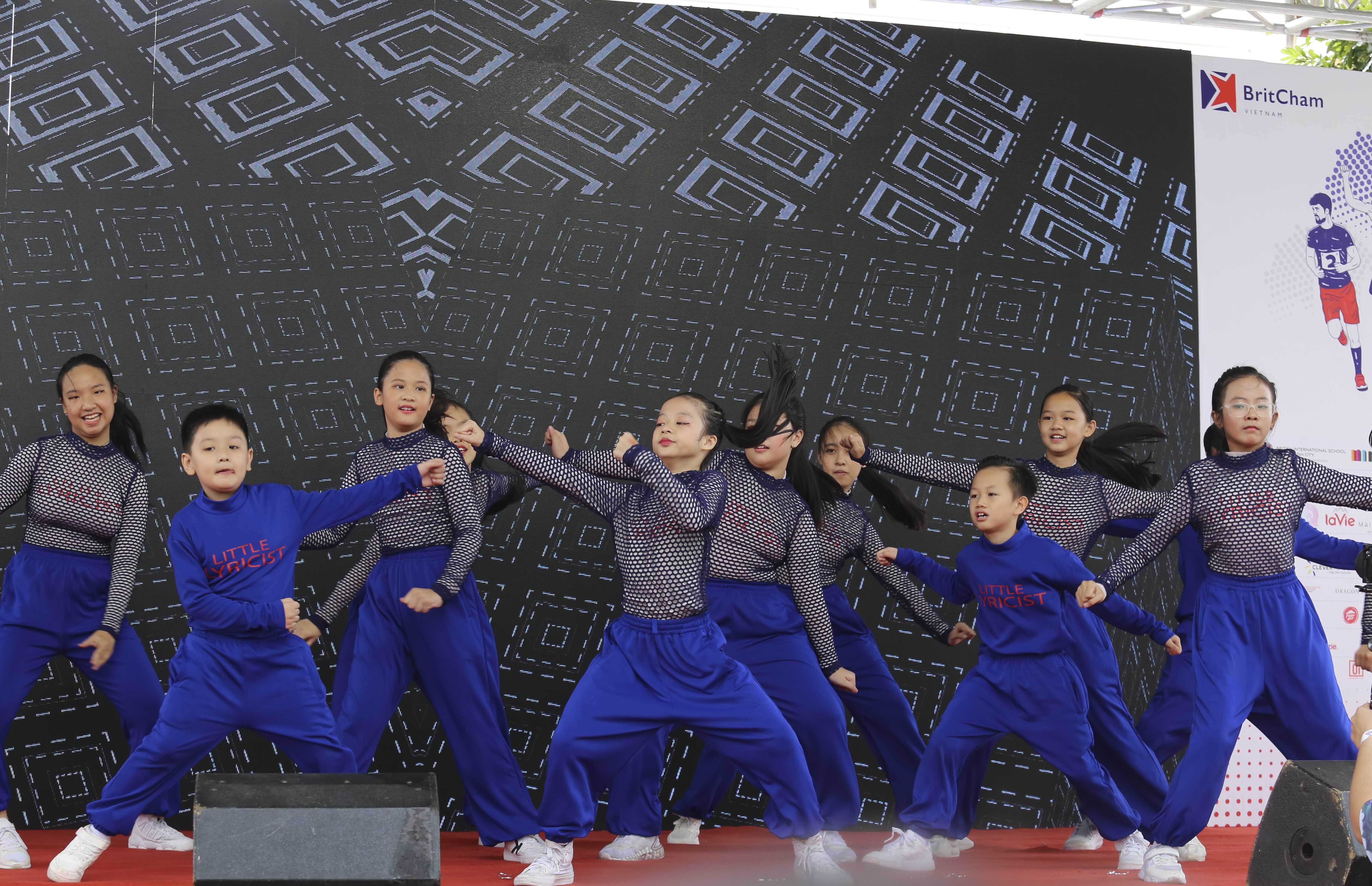 A performance from the Young Lyricists dance crew at the 20th BritCham Charity Fun Run in Ho Chi Minh City on November 15,2020. Photo: Duc Khue/ Tuoi Tre