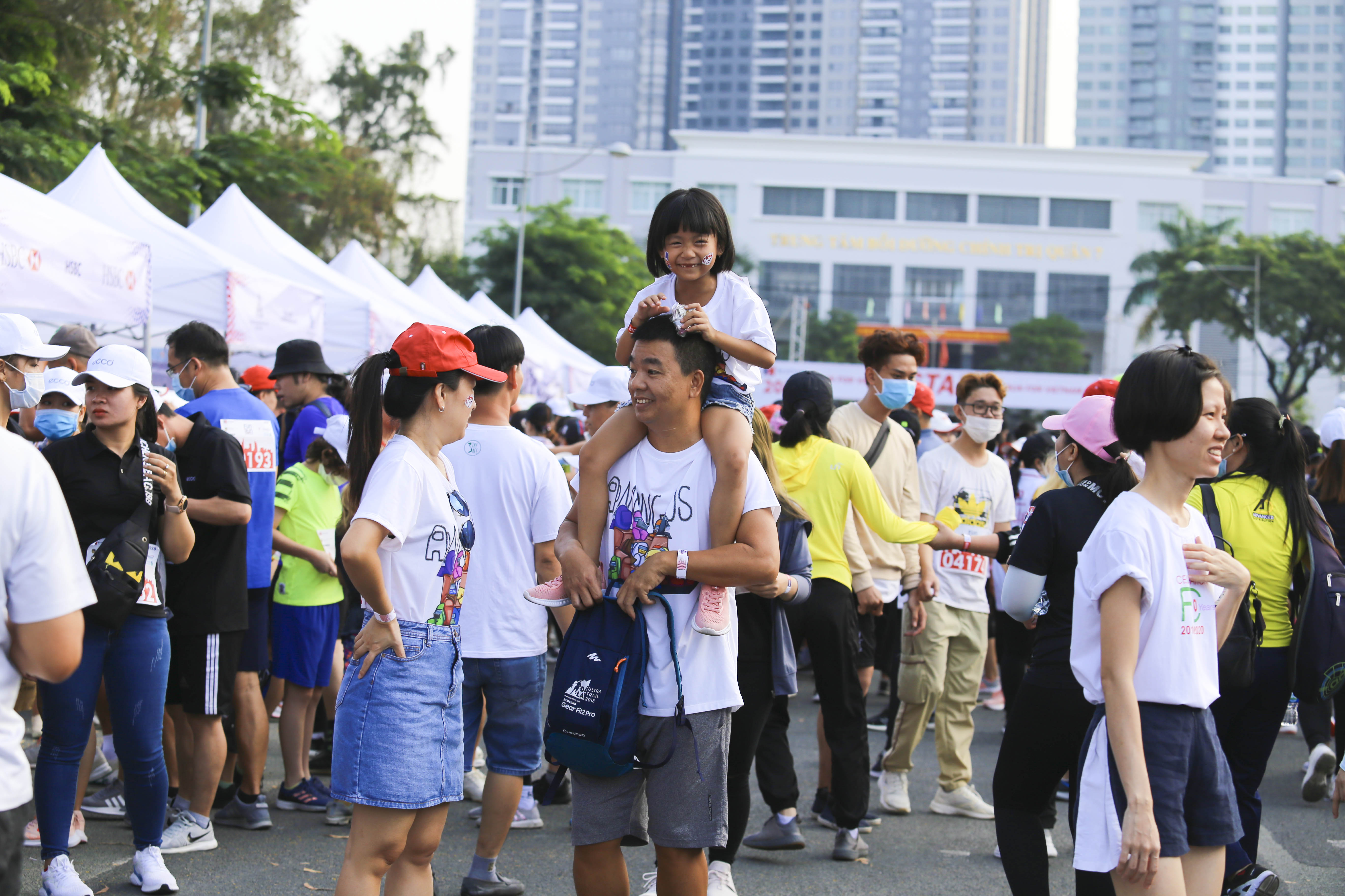 Family enjoyed the event together at the 20th BritCham Charity Fun Run in Ho Chi Minh City on November 15,2020. Photo: Duc Khue/ Tuoi Tre