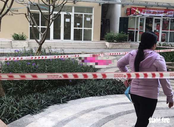 The scene where a female lawyer's fatal fall happened at the Sunview Town apartment complex in Thu Duc District, Ho Chi Minh City, November 15, 2020. Photo: Minh Hoa / Tuoi Tre