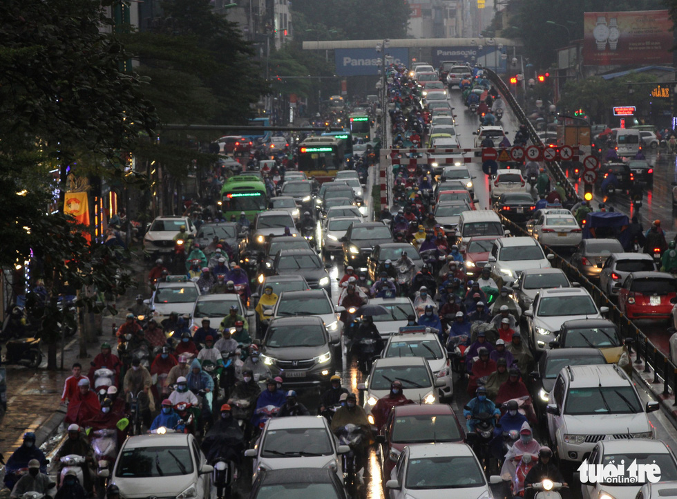 Congested traffic is seen on Hanoi's Tay Son – Chua Boc Junction. Photo: H.Q / Tuoi Tre