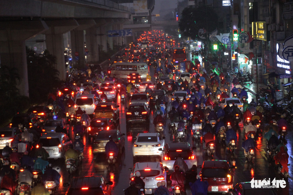 Busy traffic is seen on Hanoi's Nguyen Trai Street. Photo: H.Q / Tuoi Tre