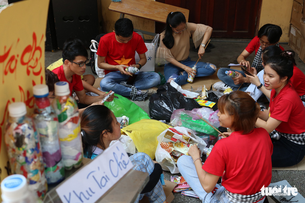 Volunteers make eco-bricks in this photo taken in Ho Chi Minh City. Photo: Hoang An / Tuoi Tre