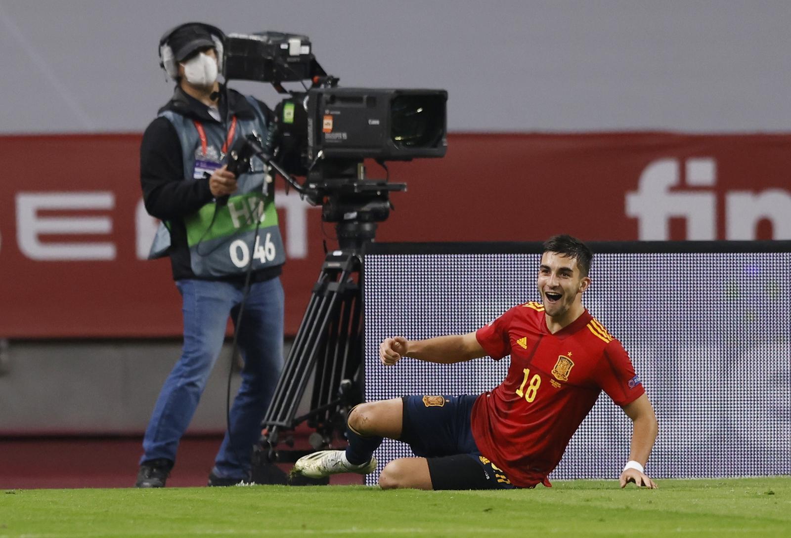UEFA Nations League - Group D - Spain v Germany - Estadio La Cartuja, Seville, Spain - November 17, 2020 Spain's Ferran Torres celebrates scoring their fifth goal. Photo: Reuters