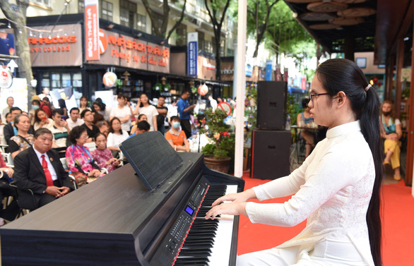 Anh Thu performs at an event in Ho Chi Minh City. Photo: Tuoi Tre