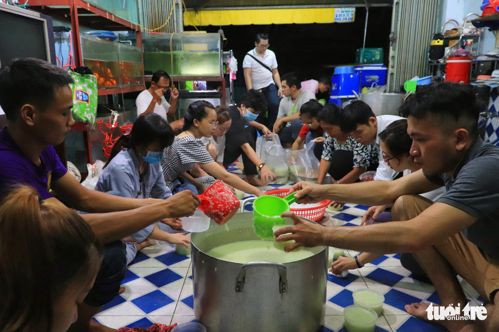 Volunteers offer porridge to Saigon's needy