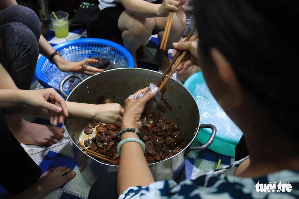 The free tasty porridge pairs well with vegan meat