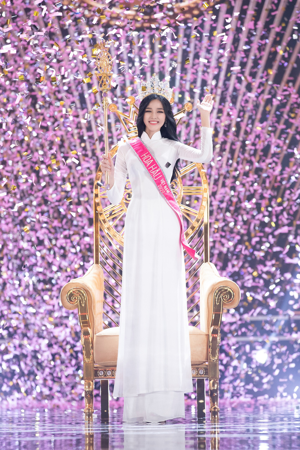 This supplied photo shows newly-crowned Miss Vietnam Do Thi Ha waves to the audience during the closing part of the Miss Vietnam 2020 beauty pageant's final in Ho Chi Minh City, November 20, 2020.
