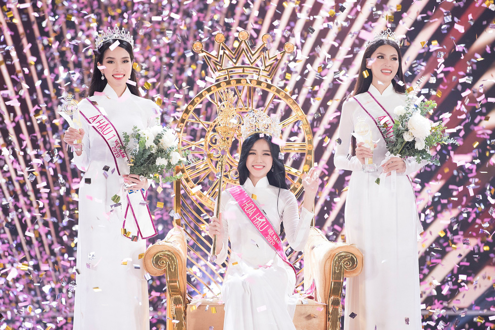 This supplied photo shows newly-crowned Miss Vietnam Do Thi Ha (center), first runner-up Pham Ngoc Phuong Anh (left), and second runner-up Nguyen Le Ngoc Thao during the closing part of the Miss Vietnam 2020 beauty pageant's final in Ho Chi Minh City, November 20, 2020.