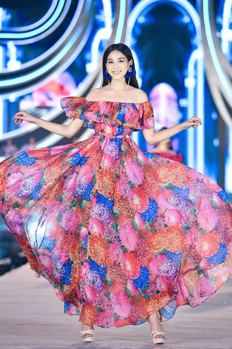 Do Thi Ha during the Fashion Beauty competition at the Miss Vietnam 2020 beauty pageant.