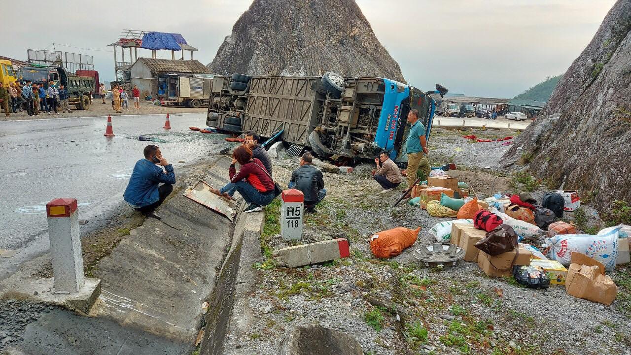2 killed, 10 injured as sleeper bus tips over in northern Vietnam