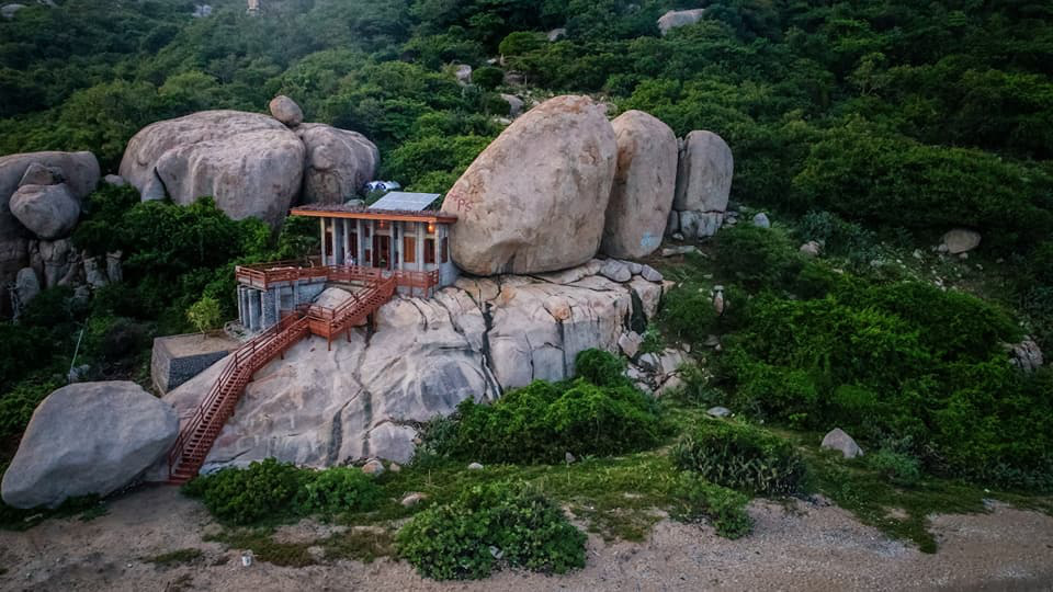 A supplied photo shows the Hero House being constructed on the large blocks of rock at Nui Chua National Park's Thit Beach in the south-central province of Ninh Thuan. Photo: Son Lam/ Tuoi Tre