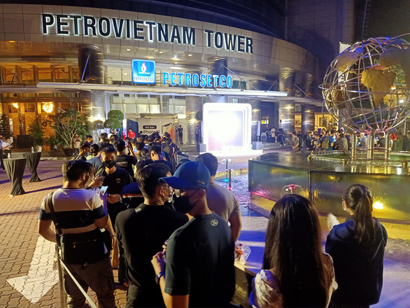 Apple fans queue overnight to get hands on new iPhone 12 in Saigon
