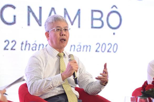 Nguyen Duc Kien, member of the Vietnam Prime Minister's Economic Advisory Group, presents at the conference. Photo: Duyen Phan / Tuoi Tre