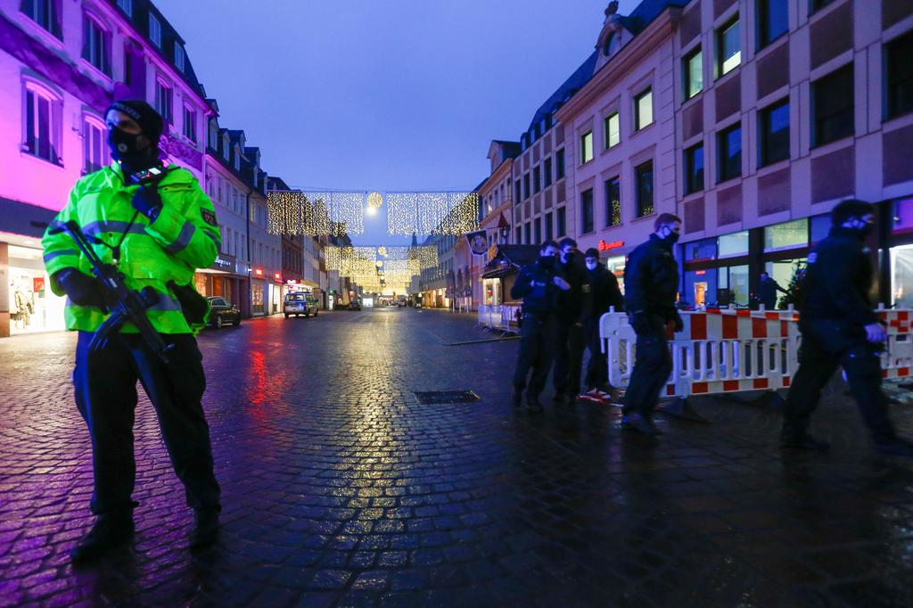 Police officers are seen at the city center, where a car crashed into pedestrians in Trier, Germany, December 1, 2020. Photo: Reuters