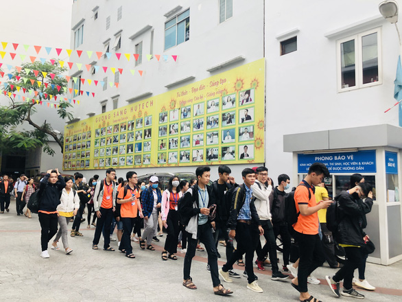 Nearly 100,000 students stay home due to 2 coronavirus infections in Saigon