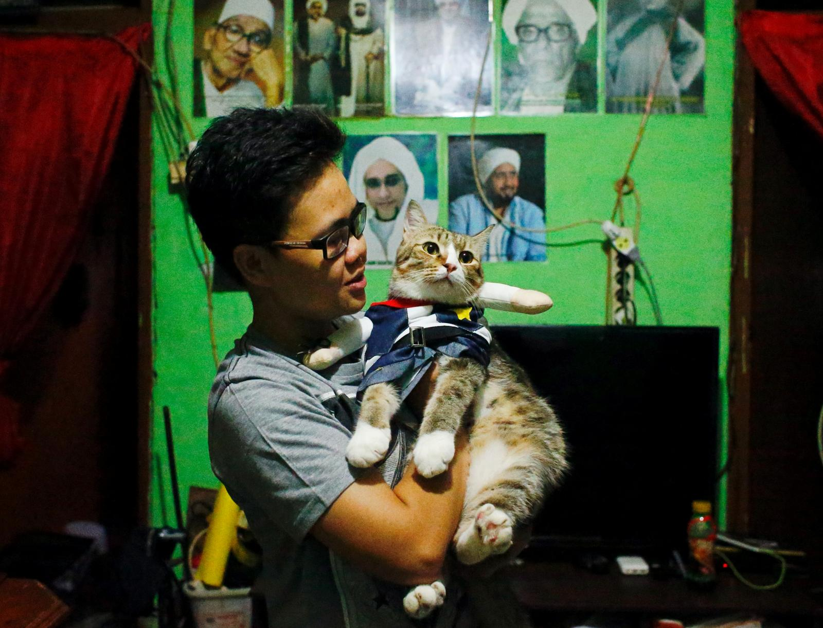 isma Sandra Irawan, 31, carries her cat wearing a cosplay costume, in Jakarta, Indonesia, November 29, 2020. Photo: Reuters
