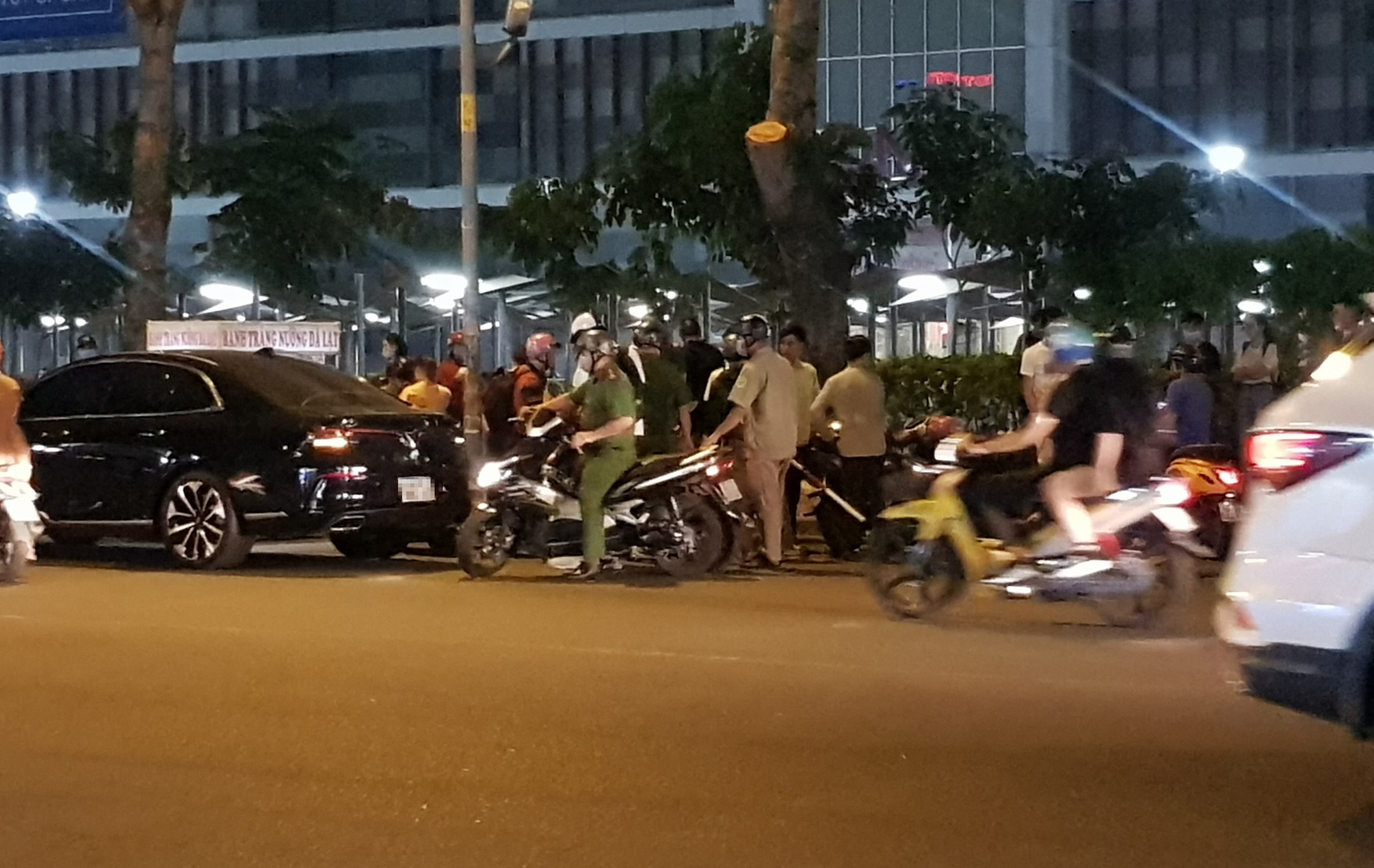 Police fire warning shots to stop clash at Ho Chi Minh City mall
