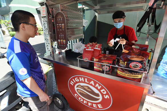 Coffee chains in Vietnam tap into takeout business amid COVID-19 pandemic