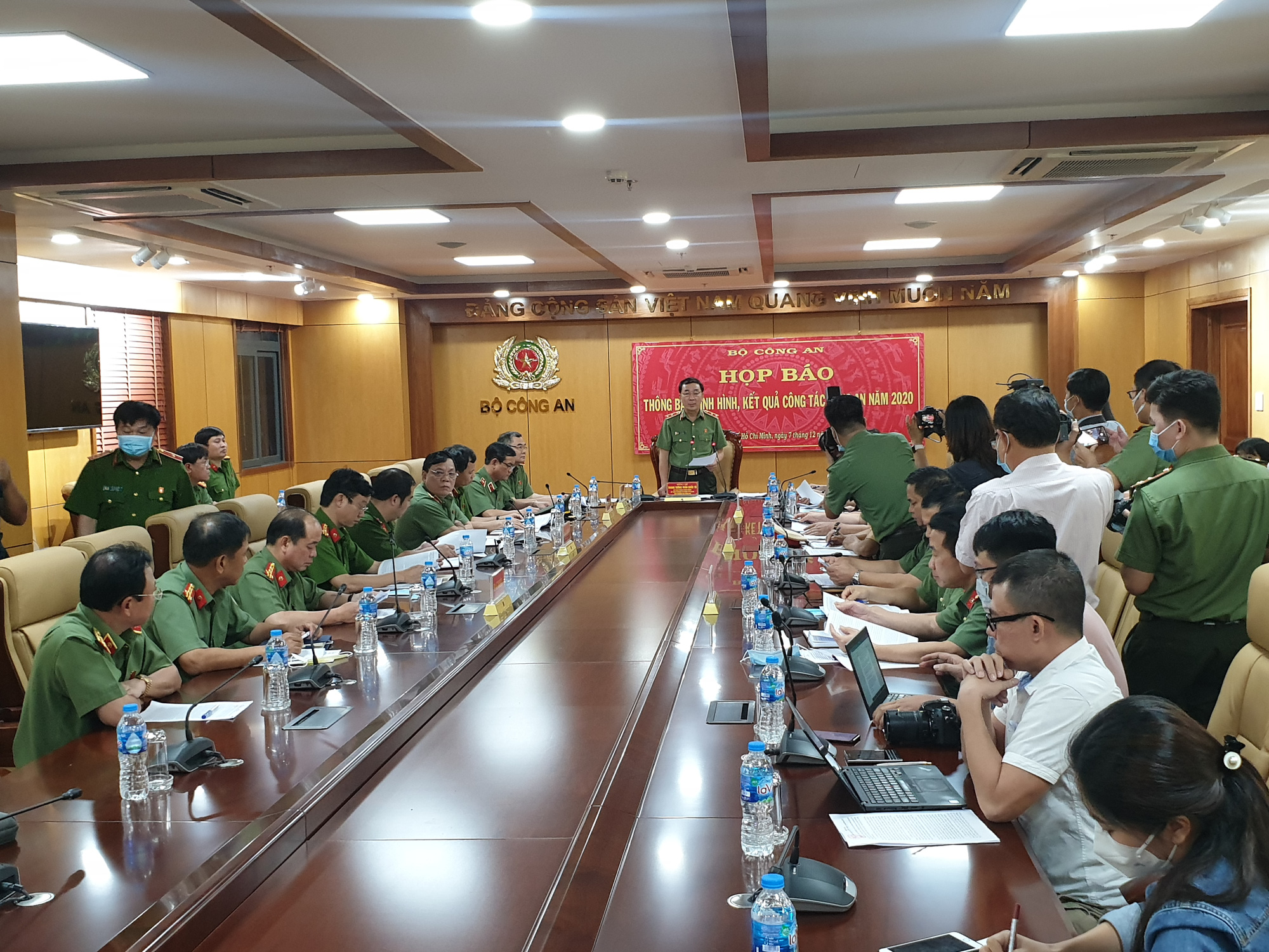 8 officers arrested for taking bribes, freeing drug dealers in Ho Chi Minh City