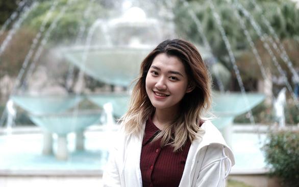 Dau Vinh Phuong Uyen, a literature teaching senior at Vietnam National University - Hanoi University of Education, is positive she has made a sound career choice. Photo: Mai Thuong/ Tuoi Tre