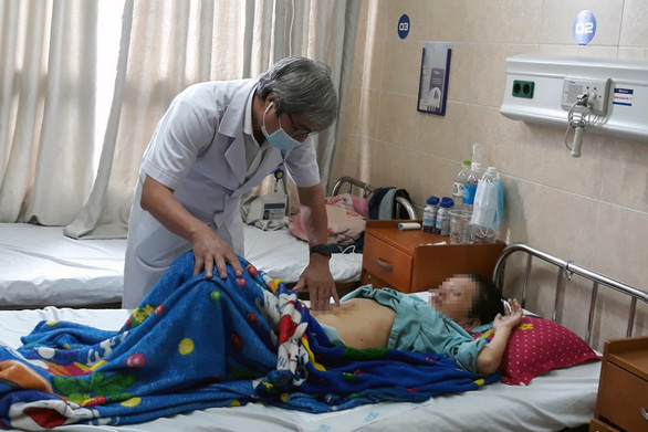 4.5kg tumor removed from southern Vietnamese woman's abdomen