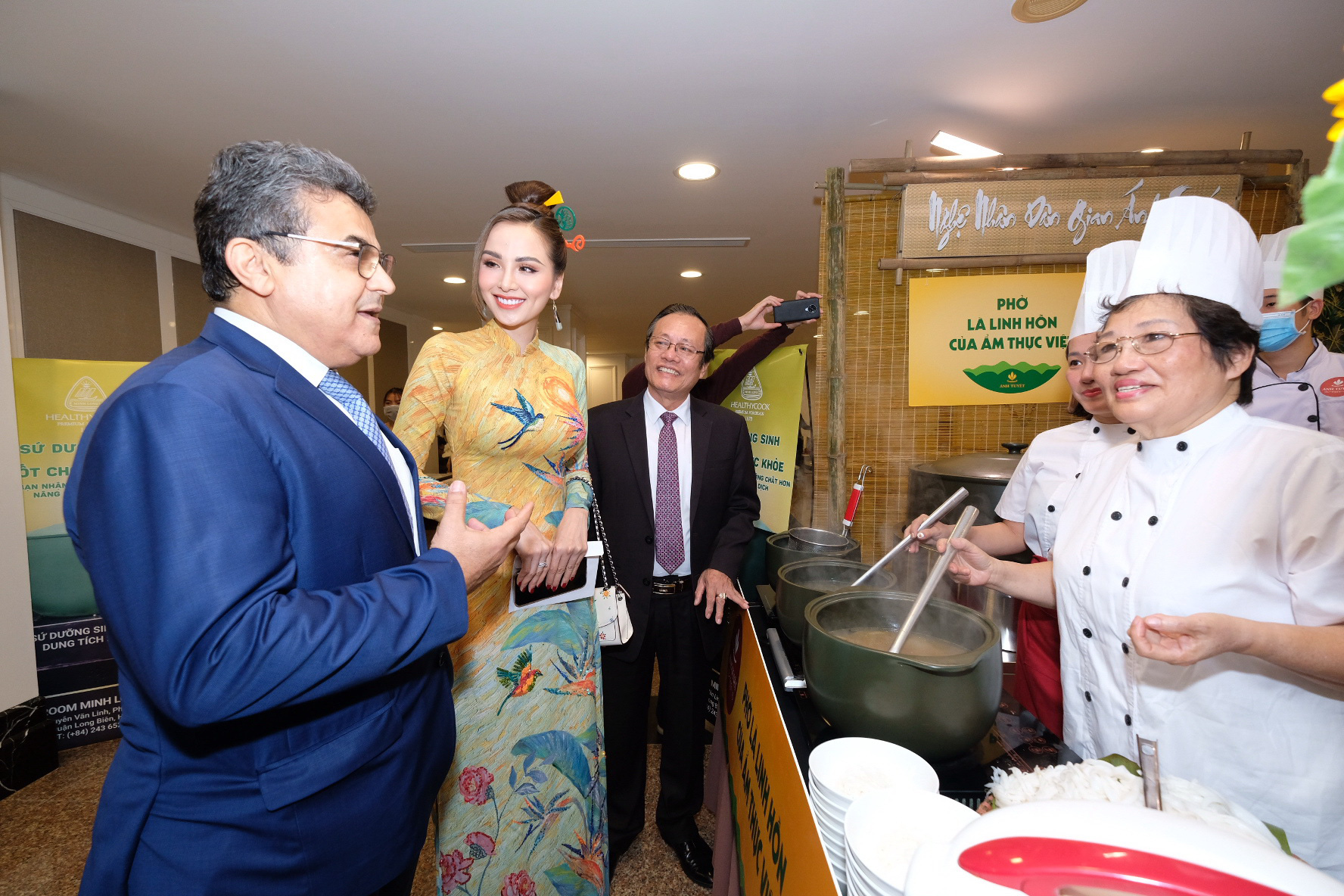 'The Story ofPho' gala dinner organized for diplomatic missions in Hanoi