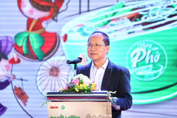 Tuoi Tre (Youth) newspaper's Deputy Editor-in-Chief Le Xuan Trung speaks at the opening ceremony of the 'Day of Pho' 2020 event at AEON Mall Ha Dong in Hanoi, December 12, 2020. Photo: Nam Khanh / Tuoi Tre