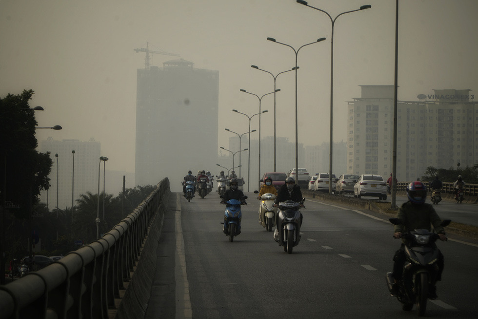 Grey haze engulfs Me Tri Overpass in Hanoi in this photo taken at 9:00 am December 10.