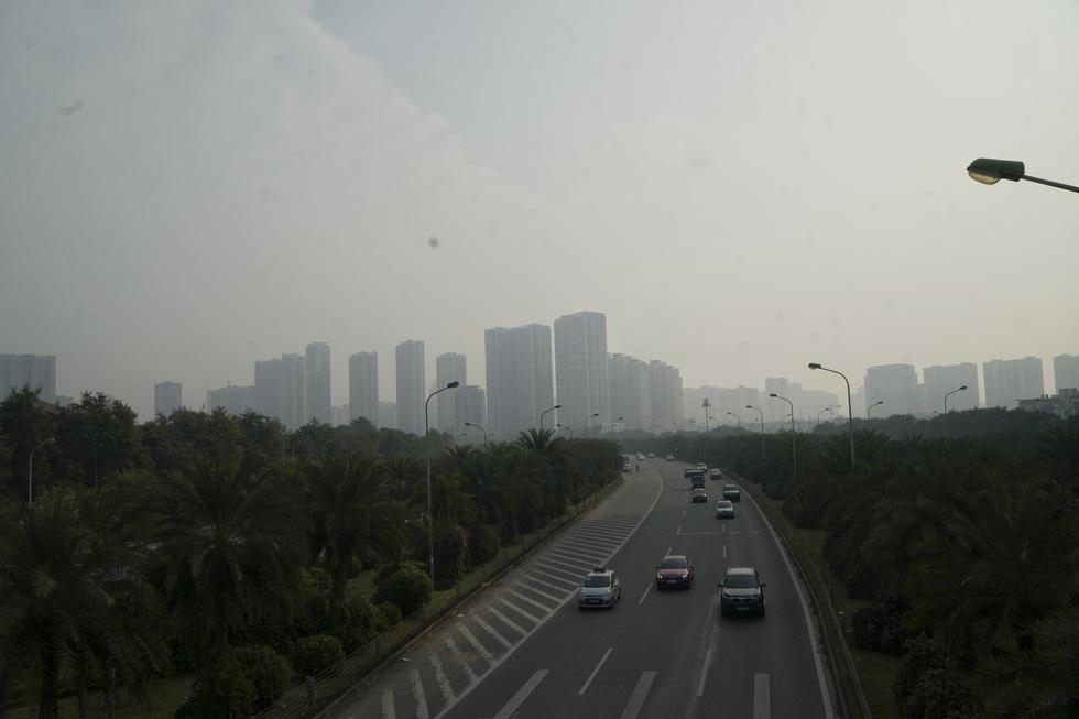 Hanoi sky sinks into grey haze as air pollution escalates