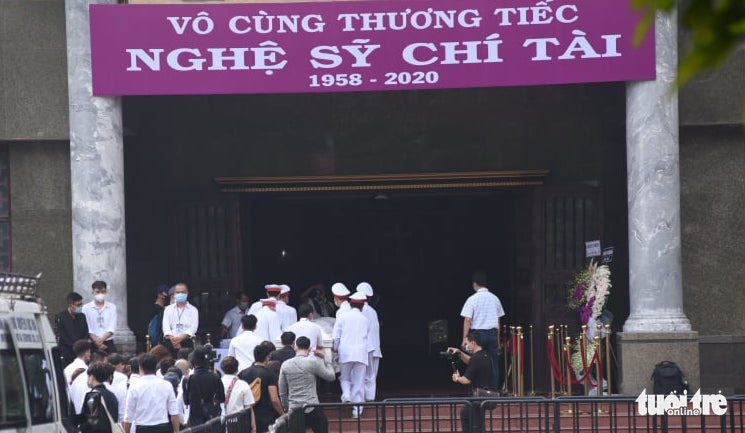 Chi Tai's body is brought into the Ministry of National Defense Funeral Home in Ho Chi Minh City, December 12, 2020. Photo: Duyen Phan / Tuoi Tre